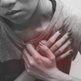 Dolor en el corazón causado por una crisis de pánico